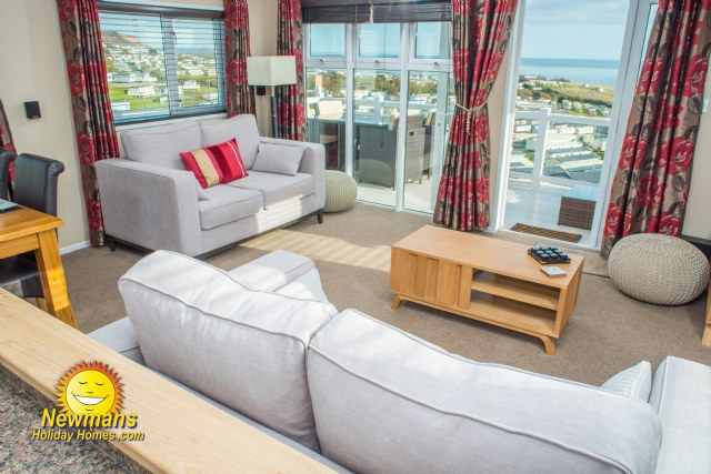 KW19 - Lounge With Sea Views