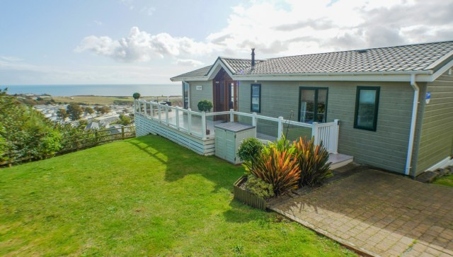 KW1 - Exterior & Views