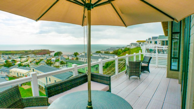 KW1 - Veranda with Views
