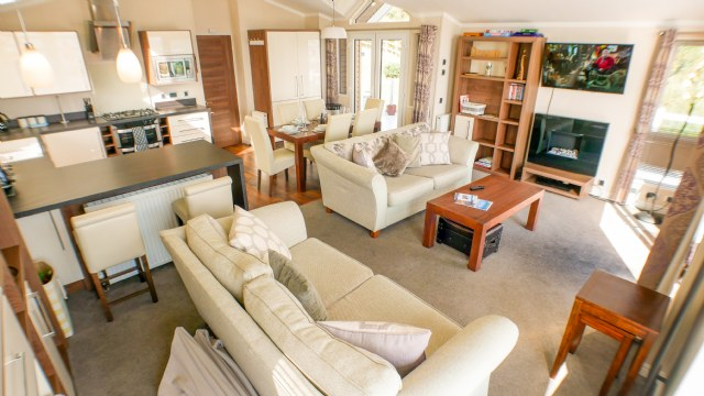 KW1 - Lounge & General Interior View
