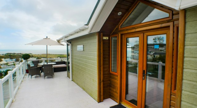 KW1 - Entrance & Veranda