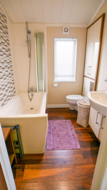 KW1 - Family Bathroom with Shower