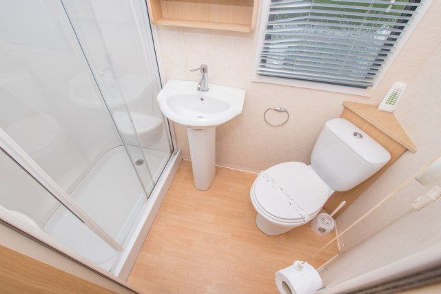 NG20 - Family Shower Room
